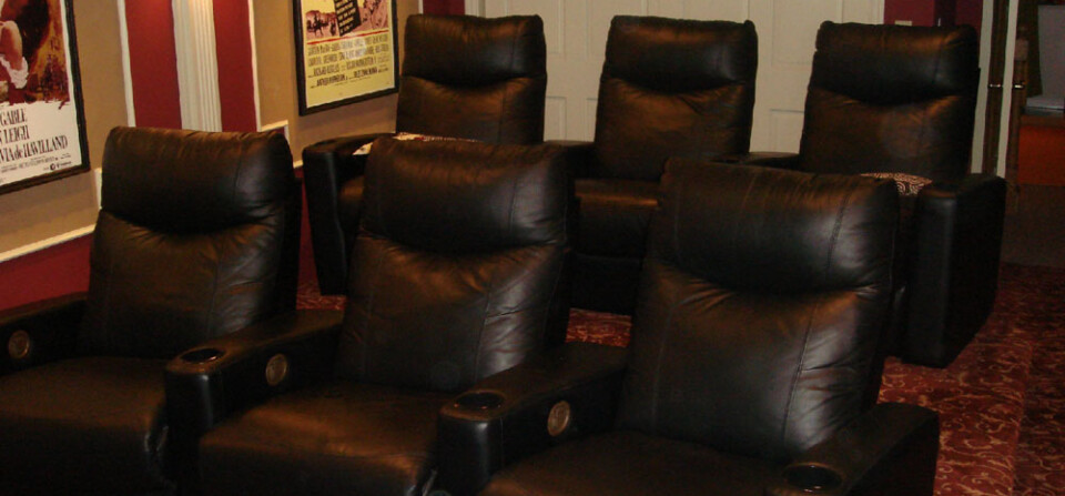 SOMMER theatre room